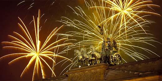 Berlim celebra chegada de 2010 com fogos no Portão de Brandemburgo