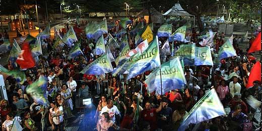 Militantes comemoram no Rio de Janeiro vitória de Dilma Rousseff  (PT)