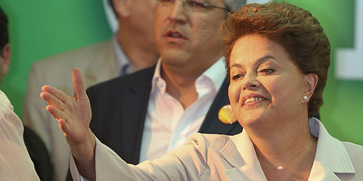 Dilma emociona-se ao agradecer a Lula: