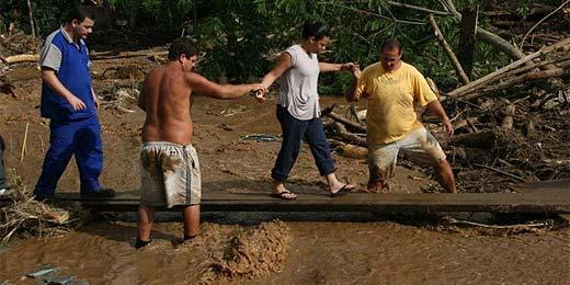 Saiba como ajudar os atingidos pelas chuvas no Rio e em SP