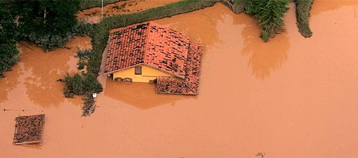 Região de Nova Friburgo continua alagada após chuvas fortes