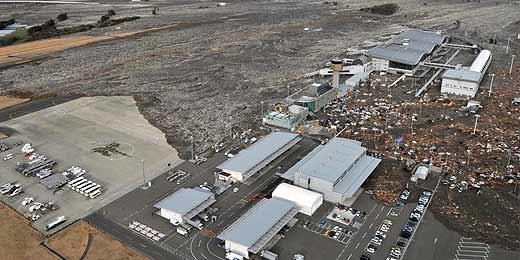 Aeroporto de Sendai é atingido por tsunami no noroeste do Japão