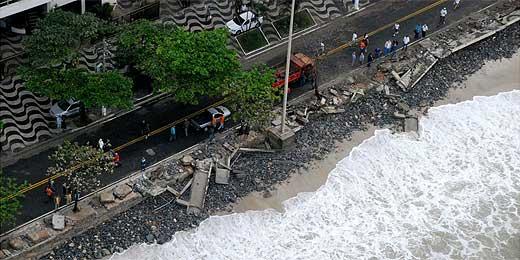 Ressaca mata pescador e causa estragos em Niterói, no Rio de Janeiro