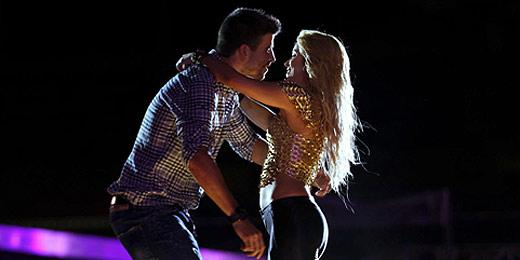 Shakira beija namorado Piqué em comemoração do Barcelona; assista