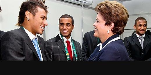 Dilma veta Teixeira e recebe jogadores e celebridades em camarote no RJ