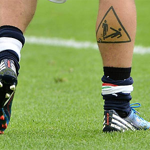 Na Euro Volante Da It Lia Eibe Tatuagem De Jogada Violenta